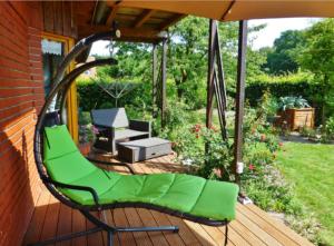 parasol sur terrasse en bois